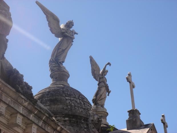 angelos en el cemetario de Buenos Aires--angels in Buenas Aires cemetary