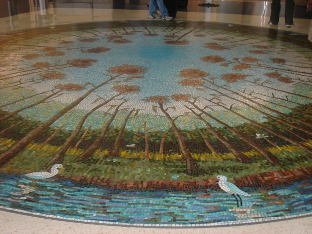 discovered this fabulous herons and swampland (very Florida!) mandala in the Houston Airport, surprise surprise !