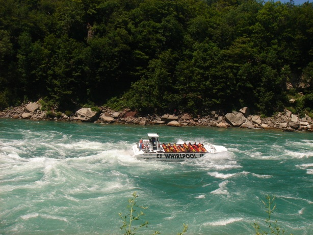 hydroboats doing the whirlpool