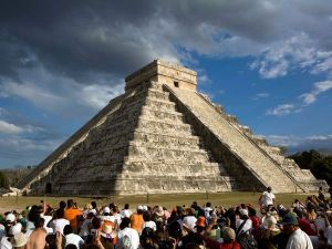 the main pyramid in chichen itza